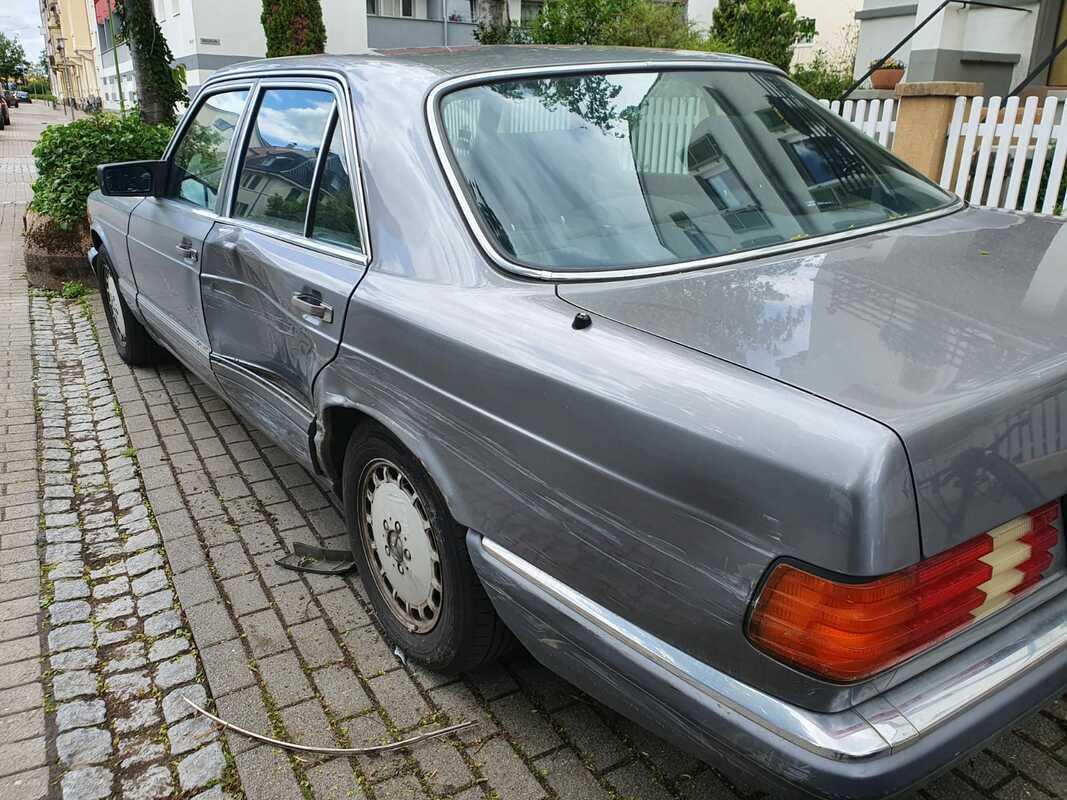 W126_4.jpg